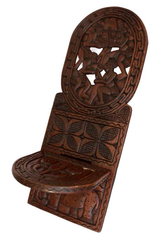 Chaise Africaine Bois chaise africaine à palabre bois finement sculpté elephant et scene
